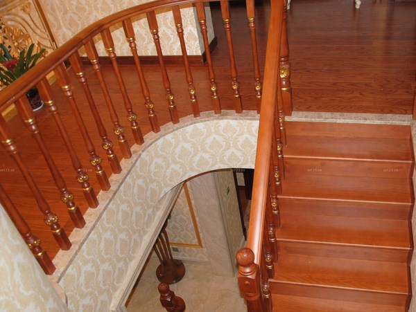 sơn cầu thang gỗ